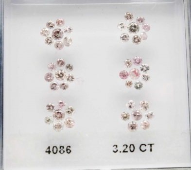 Paket 42 st Fancy Rosa Diamant 3,20 Carat Brilliant Slipad med Fin Lyster Transparent
